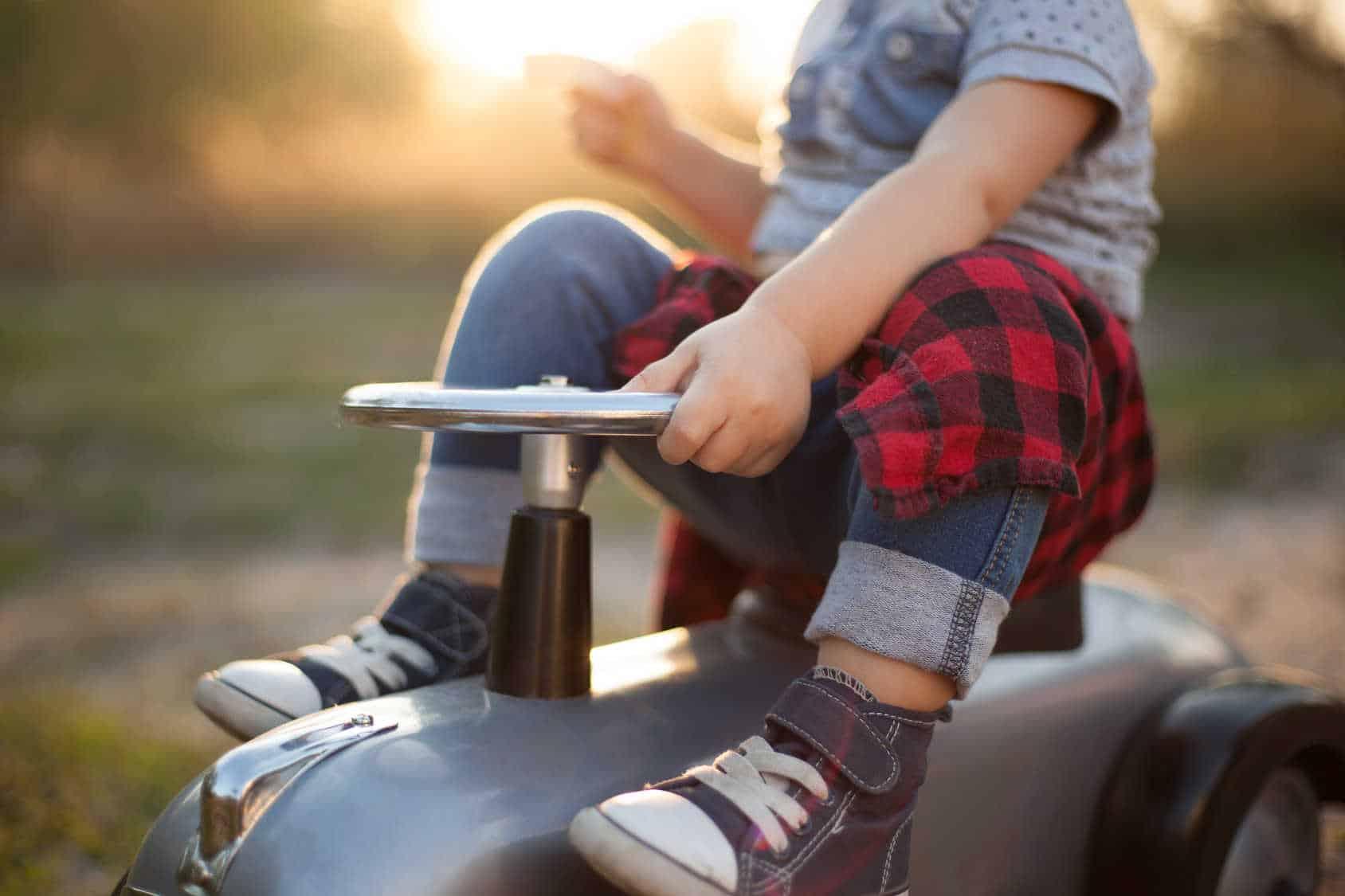 Pojazdy do jeżdżenia dla dzieci: dlaczego każde roczne dziecko powinno mieć swoje?